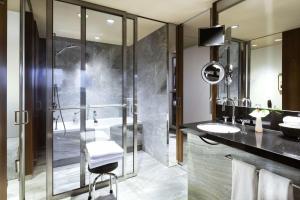 A bathroom at Grand Hyatt Berlin