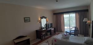 Телевизор и/или развлекательный центр в Royal Brayka Beach Resort