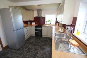 A kitchen or kitchenette at Arle Farmhouse
