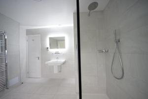 A bathroom at Grand Hotel Swanage