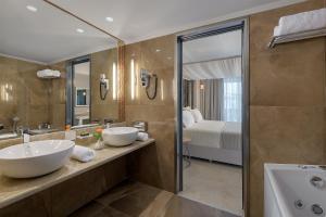 A bathroom at Rodos Palladium Leisure & Wellness