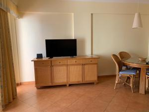 A television and/or entertainment center at Cabanas de Tavira Apartment