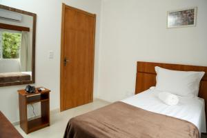 A bed or beds in a room at Hotel Petrov