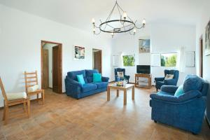 A seating area at Sant Climent Villa Sleeps 8 Pool Air Con WiFi