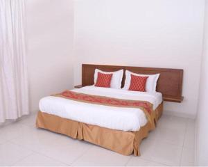 سرير أو أسرّة في غرفة في منازل دله للوحدات السكنيه المفروشه