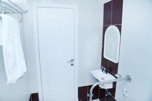 حمام في منازل دله للوحدات السكنيه المفروشه