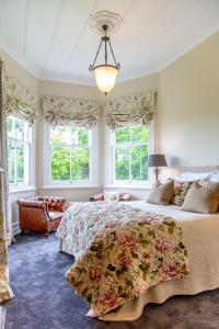 A bed or beds in a room at Villa Walton Bed & Breakfast