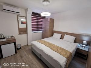 A bed or beds in a room at Guesthouse Stone Bridge