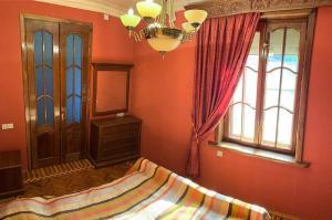 Cama ou camas em um quarto em Квартира у м. Ичяри Шяхяр (3-комнатная)