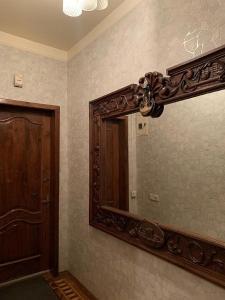 Um banheiro em Квартира у м. Ичяри Шяхяр (3-комнатная)