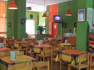 A restaurant or other place to eat at B&B Partenza Funivia