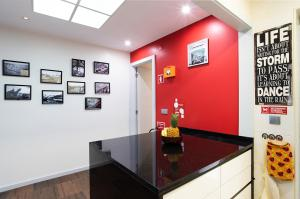 The lobby or reception area at Porto Gaia City House by MP