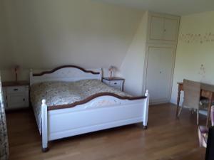 A bed or beds in a room at Gästehaus am Alten Hafen