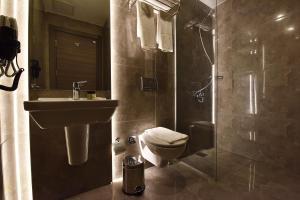 Een badkamer bij Parkim Ayaz Hotel