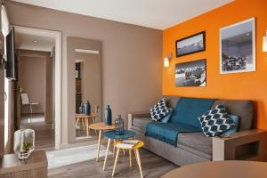 A seating area at Aparthotel Adagio Marseille Vieux Port