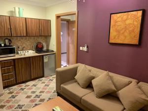 Uma área de estar em Altelal Apartment