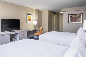 A bed or beds in a room at DoubleTree by Hilton Downtown Nashville