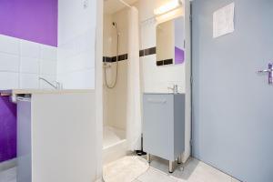 A bathroom at Hotel Monte-Cristo