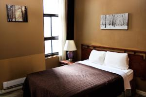 A bed or beds in a room at Hotel Casa Bella