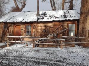 Austin's Chuckwagon Motel during the winter