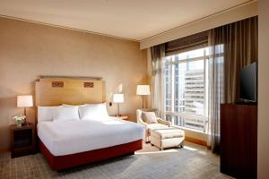 A bed or beds in a room at Grand Hyatt Seattle