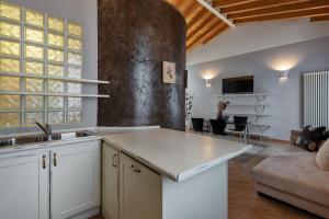 A kitchen or kitchenette at Hotel Mastino