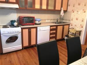 A cozinha ou cozinha compacta de Summer House in Buzovna