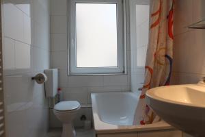 A bathroom at Zuhause auf Zeit Bielefeld
