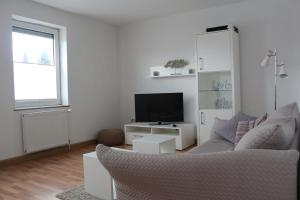 A television and/or entertainment centre at Zuhause auf Zeit Bielefeld