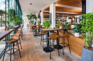 A restaurant or other place to eat at Hotel Arena