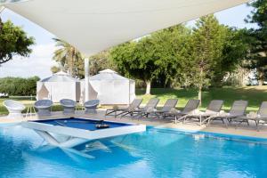 Het zwembad bij of vlak bij Dan Caesarea Resort