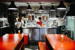 A restaurant or other place to eat at Clink261 Hostel