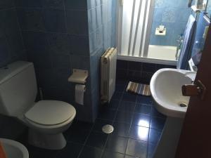 A bathroom at Oceanfront Urbanova Apartment