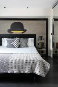 A bed or beds in a room at Holmes Hotel London
