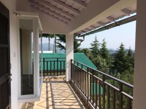 A balcony or terrace at Khushi Cottage