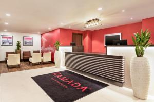 The lobby or reception area at Ramada East Kilbride