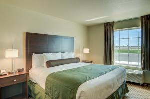 A bed or beds in a room at Cobblestone Inn and Suites - Eaton