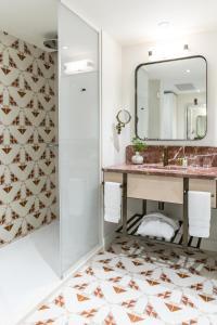 Ein Badezimmer in der Unterkunft Amadria Park Grand Hotel 4 Opatijska Cvijeta