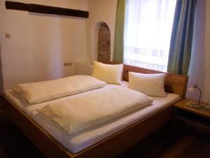Кровать или кровати в номере Hotel Eisenhuthaus