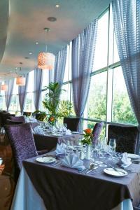 مطعم أو مكان آخر لتناول الطعام في فندق إليانا