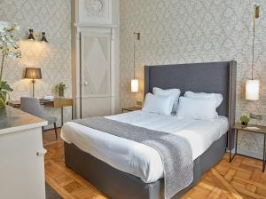 Un ou plusieurs lits dans un hébergement de l'établissement Hotel De Guise Nancy Vieille Ville