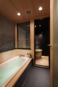 つむぎ 京都 八条口にあるバスルーム