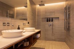 A bathroom at ION Adventure Hotel