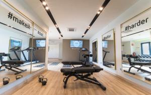 The fitness center and/or fitness facilities at Barceló Carmen Granada