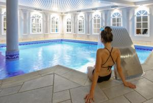 The swimming pool at or close to Hotel Quartier Latin