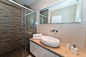 A bathroom at Villa Mandalena