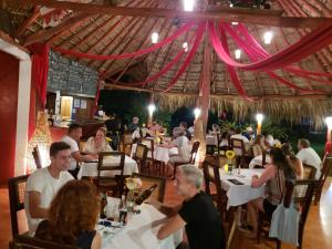 A restaurant or other place to eat at Paraiso Beach Hotel