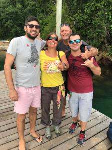 A family staying at Pousada Lagamar