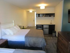 A bed or beds in a room at Waikiki Central Hotel - No Resort Fees