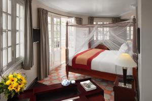 Ein Bett oder Betten in einem Zimmer der Unterkunft Azerai La Residence, Hue